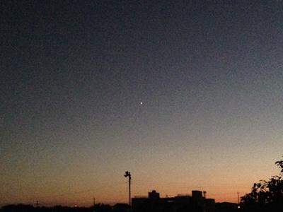 茶畑の夕焼けと金星