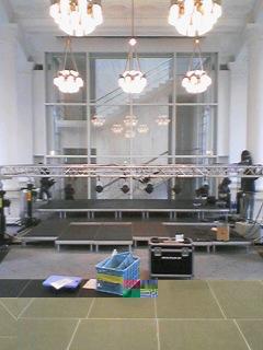 会場のBankArt1929ホール.客席側からステージ方向