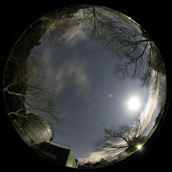 2006年4月8日 天文台玄関前にて